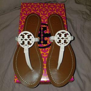 Gabriel flat sandals